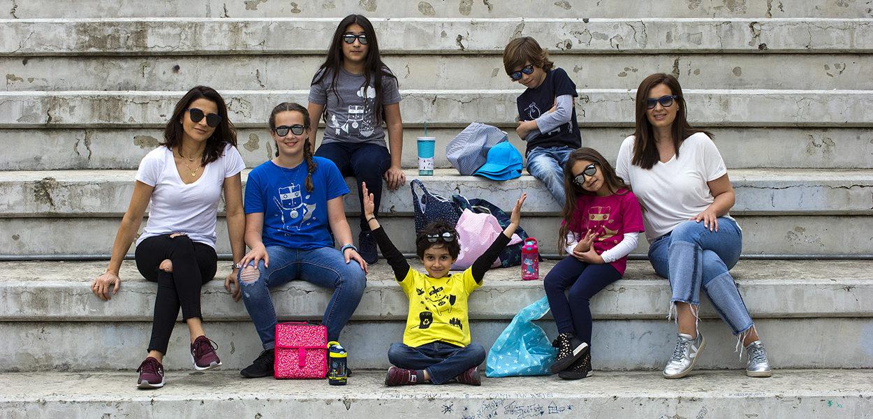 Η φυσική «οικογένεια» του «οικολόγου» ΚΙΚΟ και τα eco T-shirts του