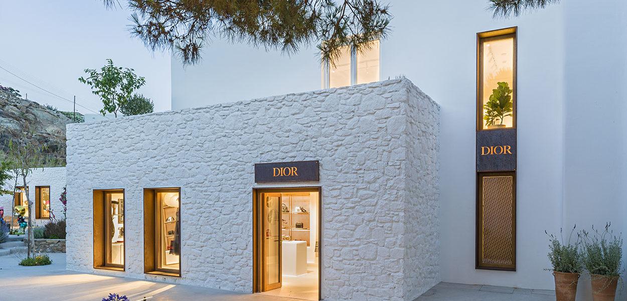 Αποκάλυψη τώρα: Διεισδύσαμε στα ενδότερα του Dior στη Μύκονο