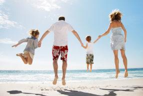 Διακοπές με χαρούμενα παιδιά στο σπίτι