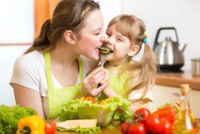 Μάθετε τα παιδιά σας να τρώνε υγιεινά και στο σχολείο